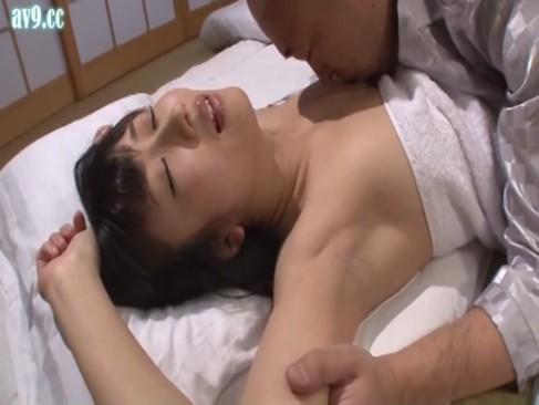 美人人妻が愛していない男との子作り中出しセックスに励む